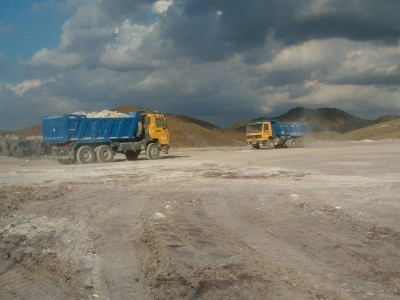 10-Camiones-dumper-acarreando-material-400x300